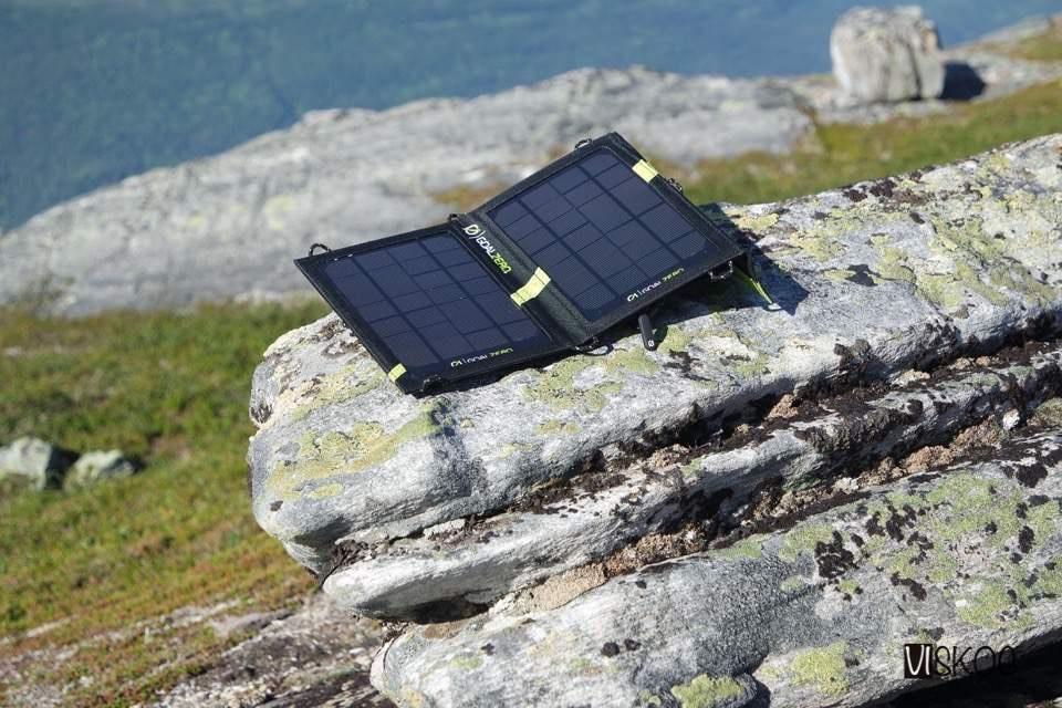 Lading av batterier ved hjelp av solceller er egentlig en veldig smart greie.